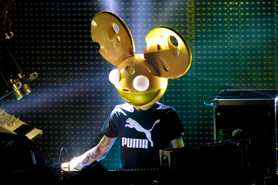 deadmau5 cheese head perform kraftwerk kraftwerk halloween