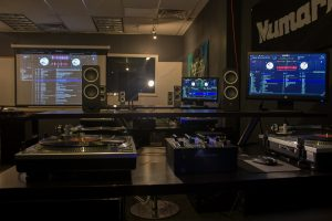 learn to beatmatch in our studio